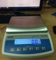 Cân kỹ thuật điện tử 20 kg / 0,1 g